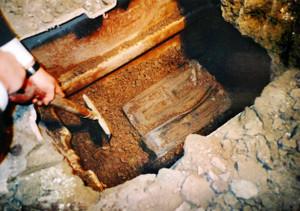 地下に隠された金現物